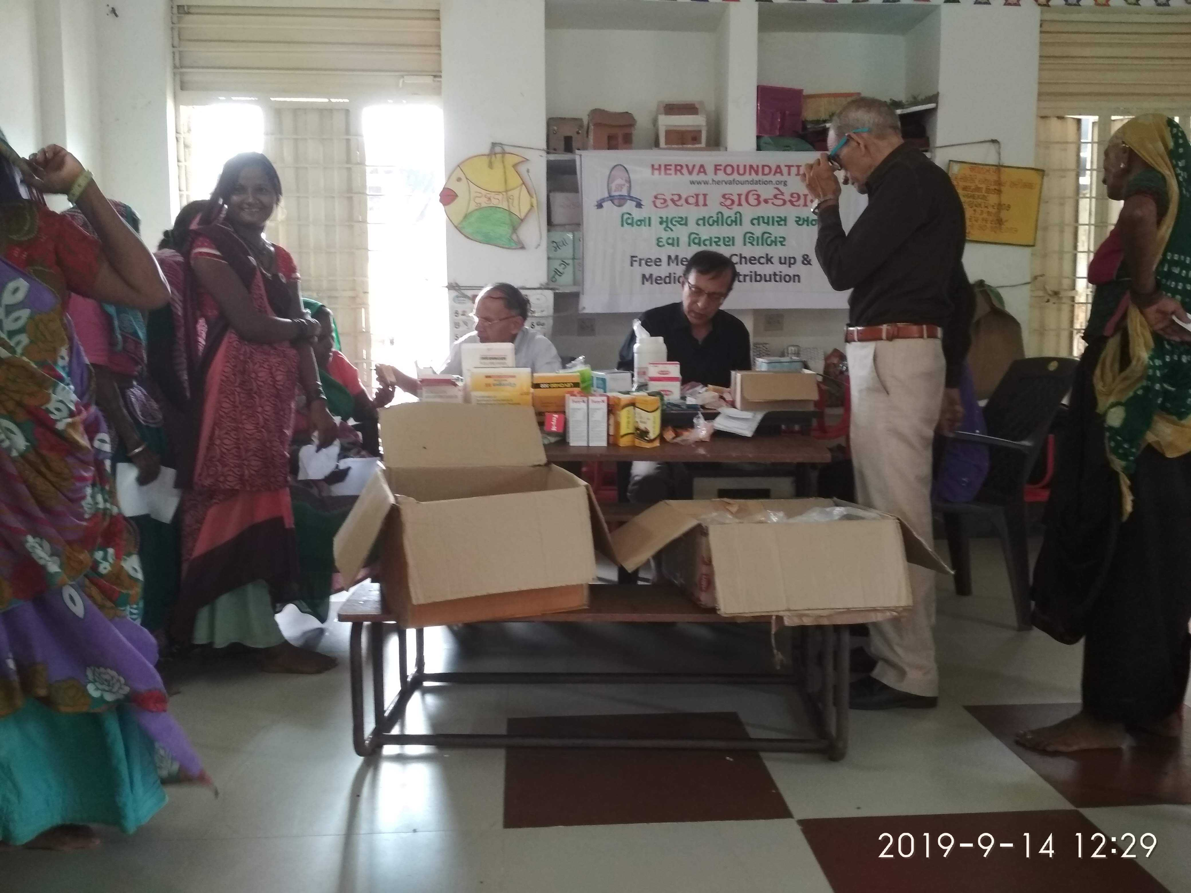 On 14th SEPT -19 we had a Diagnostic health check-up and free medicine distribution camp at village NANI KALOLI dist. Kheda, Gujarat., a backward village consists mostly of the under-privileged section of our society. Total registration 130 villagers (62 male and 68 female) out this 24 senior citizens (12 male and 12 female). Free consultation and free medicine was provided. We had the services of senior Doctors Dr Prakash Vaishnav and Dr Dilip Shah who gave us their valuable time. Sarpanch shri Mansukhabhai remain present to help us in coordination. Women and elderly citizens mainly tool advantage our medical care at door step. The village women and the village elders seldom leave their village even to visit the doctor unless it is unavoidable. 🙏