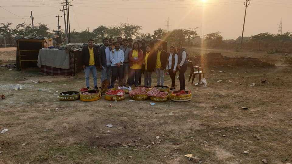 A wonderful service meet was organized by volunteers of Ek Kartavya, on occasion of Christmas. They made beautiful tyre beds for our babies, showering their love and affection on them. They were joined by our volunteers, making it a festive occasion indeed!